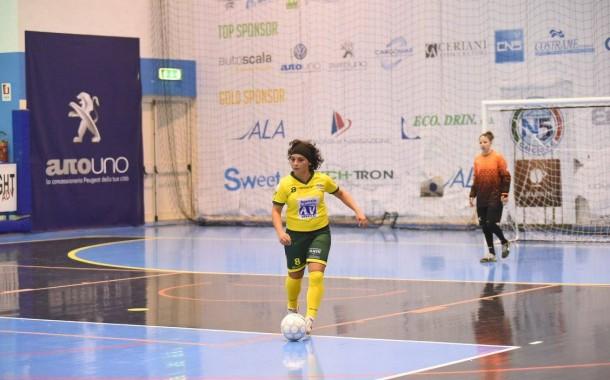 Serie C1 femminile, il punto sulla prima giornata. Macchiarella ricomincia da dove aveva lasciato, esordio con doppietta per Lina De Vita. Pari tra Fénix e Dinamo Sorrento