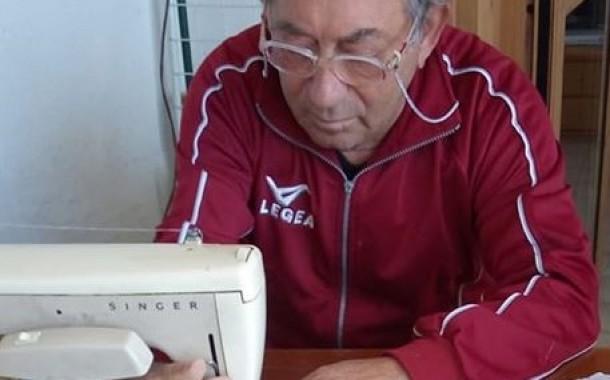 Mio zio Giuseppe cuce gratis per la Protezione Civile oltre 100 mascherine al giorno