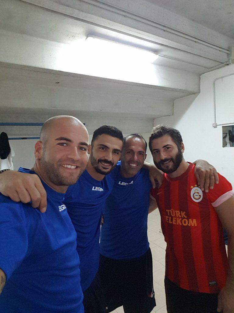 Esposito con i giocatori del Del Monaco