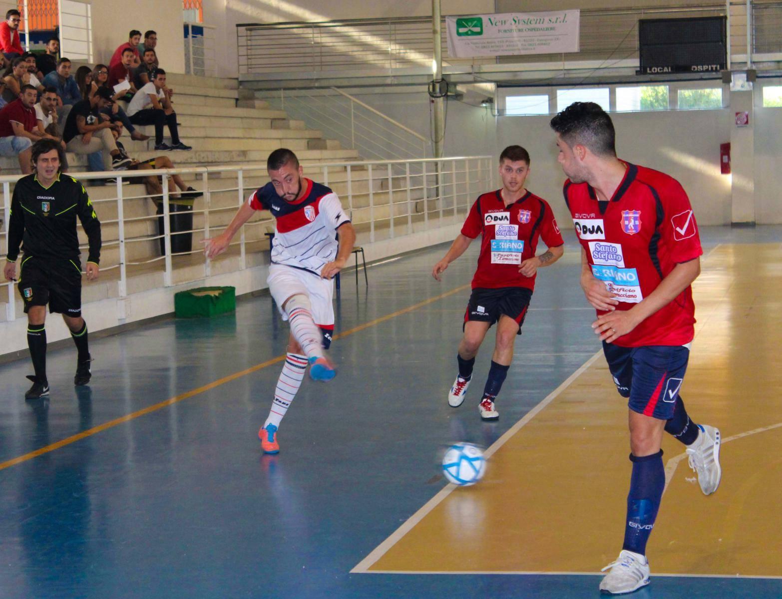 Nicola Gravina in azione con la maglia della Marian