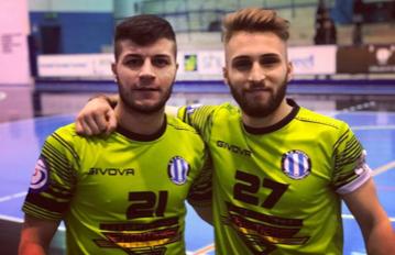 Francesco Calabrese e Luca Piantadosi con la maglia del Futsal Fuorigrotta