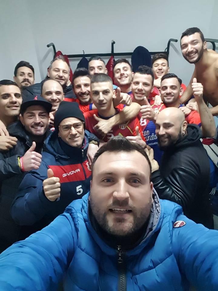 Il selfie nello spogliatoio della Real Atellana Due Sicilie