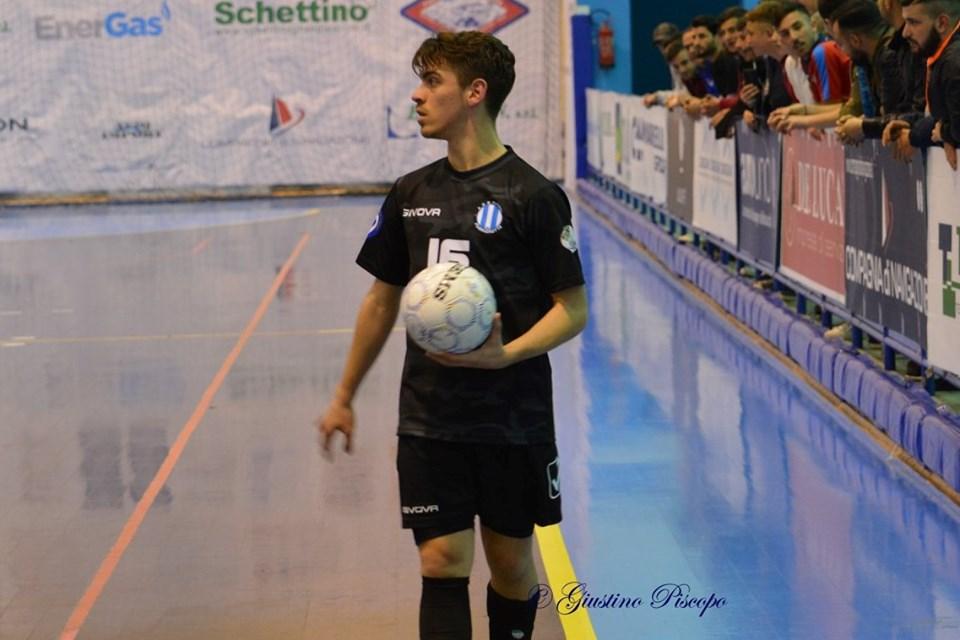 Andrea Casizzone con la maglia del Futsal Fuorigrotta in uno scatto di Giustino Piscopo