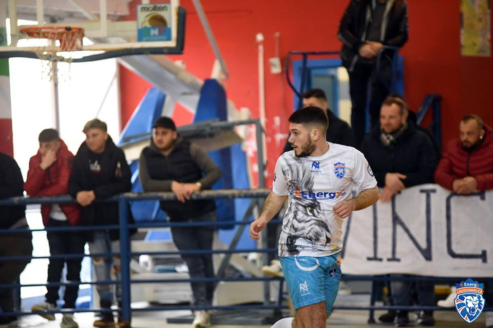 Nando Avolio con la maglia del B. Energy Lausdomini