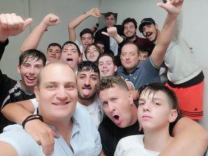 La gioia negli spogliatoi dell'Under 17 del Pozzuoli Flegrea