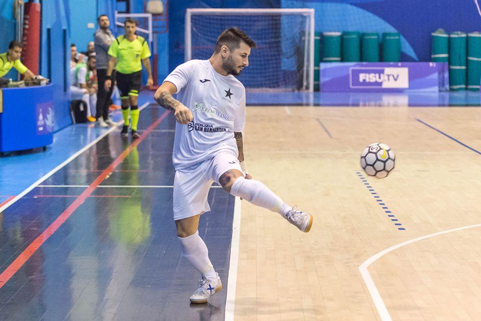 Antonio Loasses con la maglia dell'Atletico Frattese nell'ultima annata