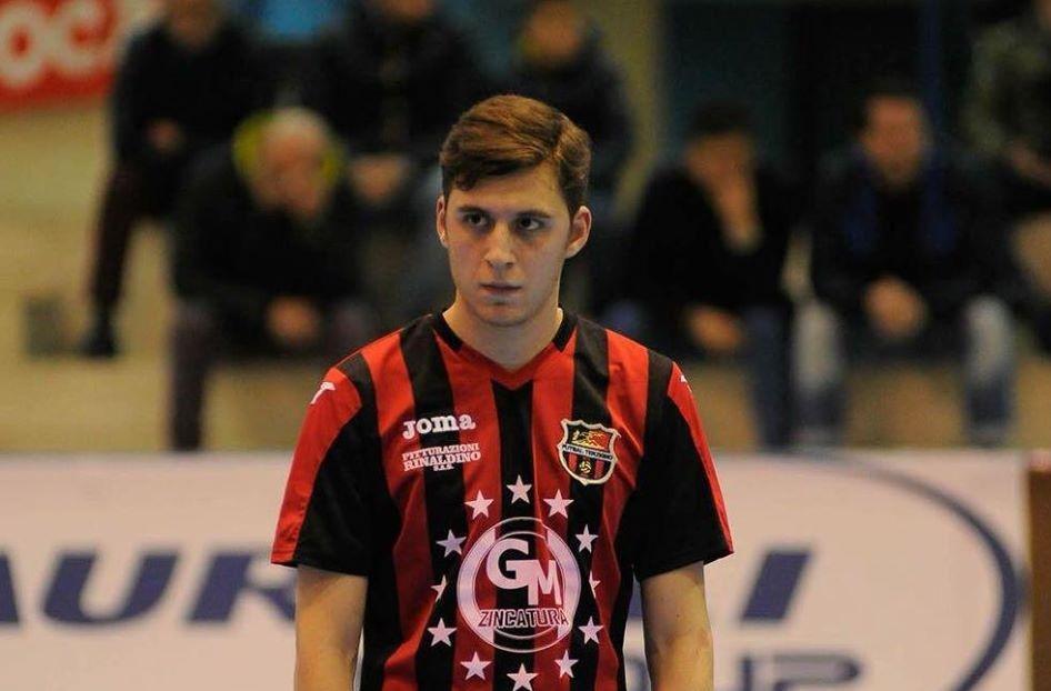 Gianluigi Vollaro con la maglia del Terzigno
