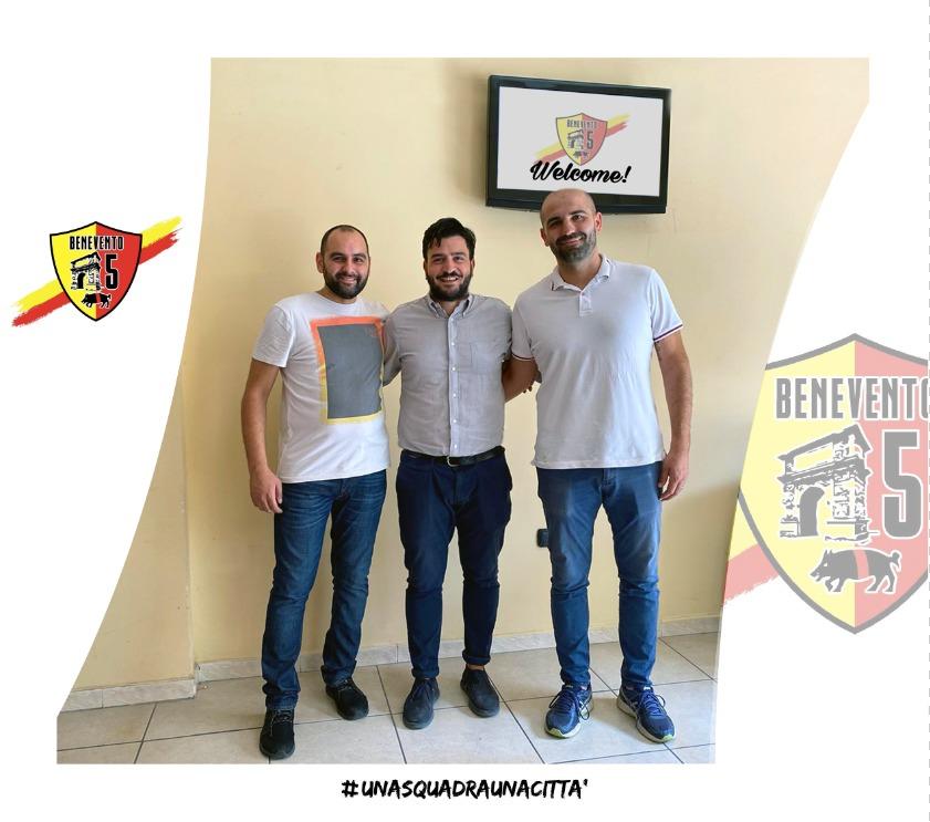 Al centro il nuovo responsabile del settore giovanile Gerardo Dello Iacovo insieme al dg Antonio Collarile (sx) e al vicepresidente Pellegrino Di Fede (dx)