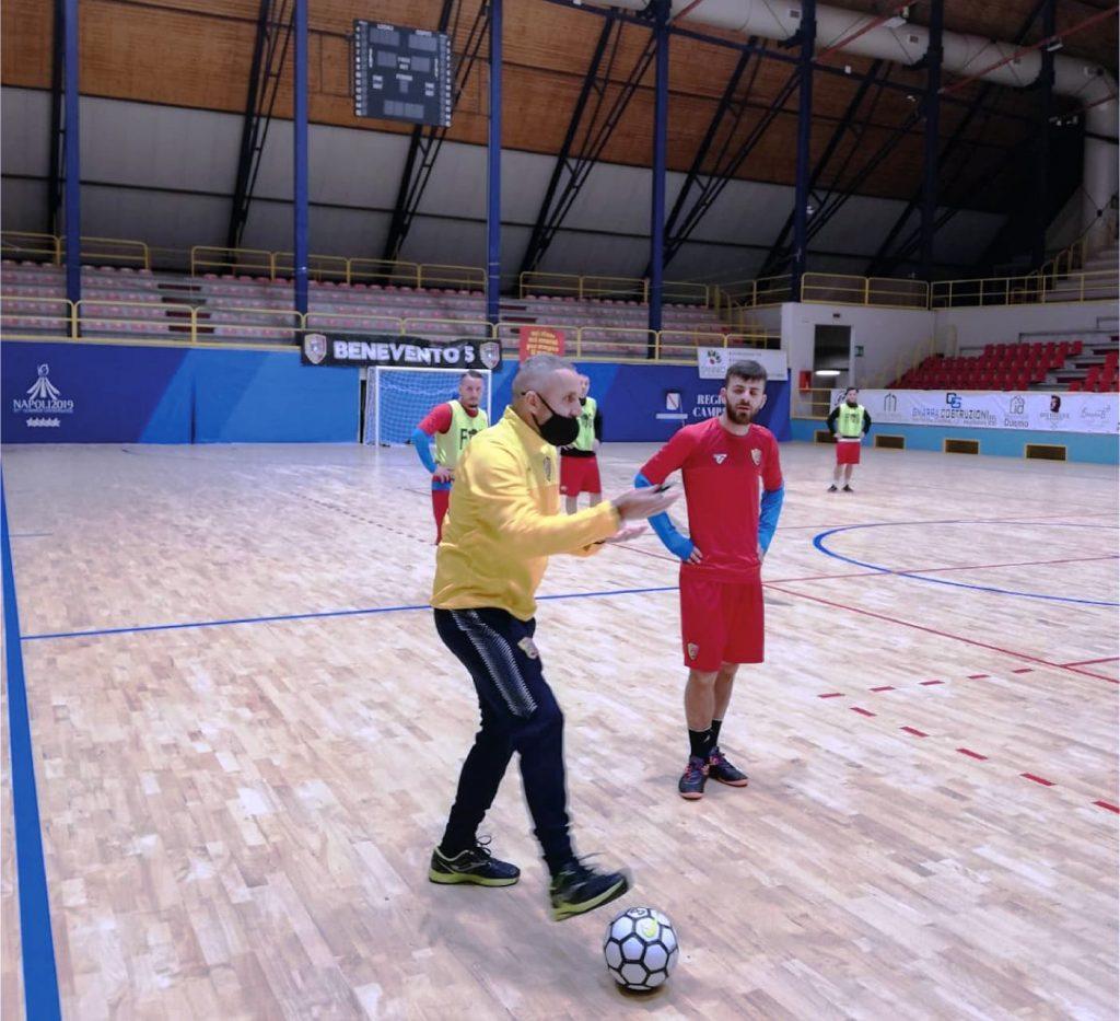 Fabio Oliva al primo allenamento con il Benevento 5
