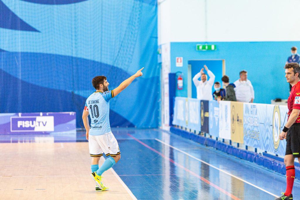 L'esultanza di Luca De Simone, capitano del Napoli contro il Polistena